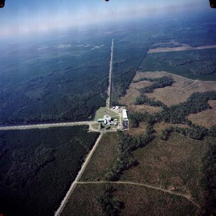 Bloc de foment de les vocacions cièntifiques_ ones gravitatòries_ vista aèria de l'interferòmetre de LIGO a Livingston