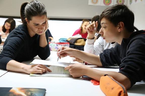 Activitats d'estímul de la creativitat i la iniciativa personal: dinàmiques lúdiques i motivadores, grupals i participatives, a través de les quals reforçar les competències d'autonomia i d'iniciativa personal, promovent la creativitat, la capacitat d'inventiva i iniciativa; en definitiva, l'expressió lliure i l'esperit innovador d'infants i adolescents. A Primària, aquestes activitats es concreten en tallers creatius, prenent com a eix conductor l'expressió artística (la plàstica, el teatre, l'expressió corporal, el circ, la música, la dansa, la fotografia, el cinema, etc.). A Secundària, són propostes grupals que parteixen dels interessos dels nois i noies, i a través de les quals treballar i reforçar la identitat personal, l'autoconeixement, l'adquisició de competències socials i la gestió de les emocions pròpies de l'etapa adolescent. El Programa d'Acompanyament Educatiu de la Fundació Catalunya-La Pedrera (PAE) compta, en el seu disseny i avaluació, amb l'assessorament del Grup de recerca en Pedagogia Social i Tecnologies de la Informació i la Comunicació de la Facultat de Psicologia i Ciències de l'Educació i de l'Esport de la Universitat Ramon Llull. I ha estat reconegut per la Fundación Compromiso y Transparencia com una de les 10 iniciatives socials més innovadores del 2013 a Espanya.
