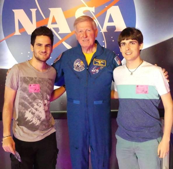En Jordi Vila, a la dreta, a la visita al Centra Espacial de la NASA, a Houston.