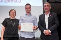 Jordi Jumilla recollint el diploma BIYSC 2016 a La Pedrera
